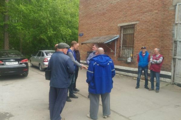 За помощью к депутатам обратились 17 сотрудников станции скорой помощи