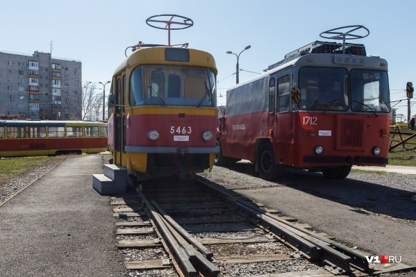 В последние годы постепенно закрывают маршруты троллейбусов и трамваев в угоду автобусам