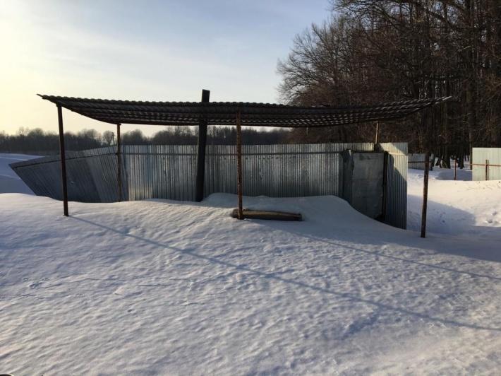 Подобраться к скотомогильникам зимой можно только на снегоходах, ибо находятся они далеко от поселений