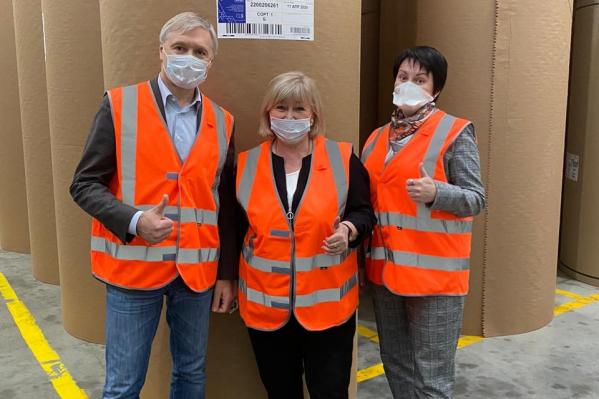 Депутат Госдумы проверила, как работают сотрудники предприятия в условиях пандемии