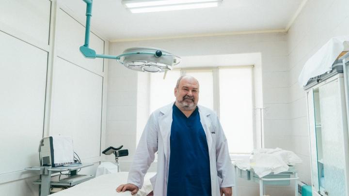 «Вернуть отрезанное нельзя»: омский хирург рассказал, как корректируют пол у детей