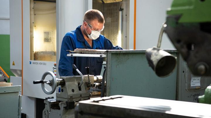 «После оптимизации вырастает зарплата»: кто и как поднимает уральские заводы