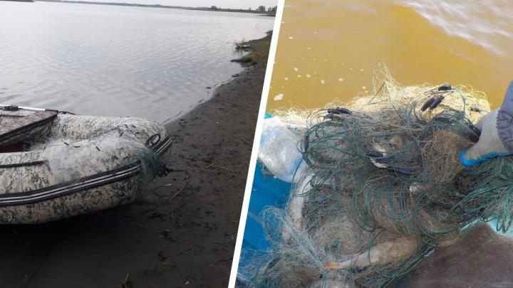 На озере Малые Чаны поймали браконьера с десятью сетями — ему грозит до двух лет тюрьмы