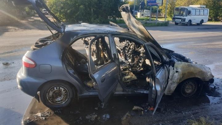 В Кургане в Северном районе сгорела иномарка