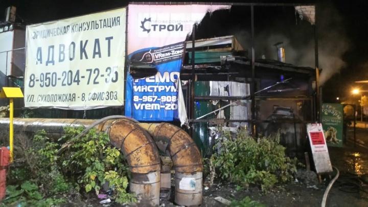 Не выдержала проводка: в Екатеринбурге сгорела пекарня