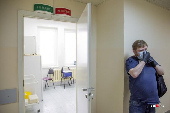 За прошлые сутки коронавирус выявили у восьми медиков