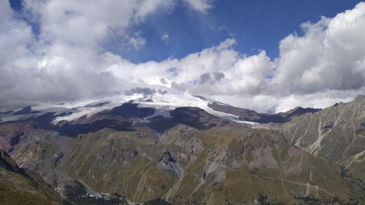 «Необычное ощущение — гулять в облаках»: тюменка рассказала об отдыхе на Эльбрусе и о тратах на него