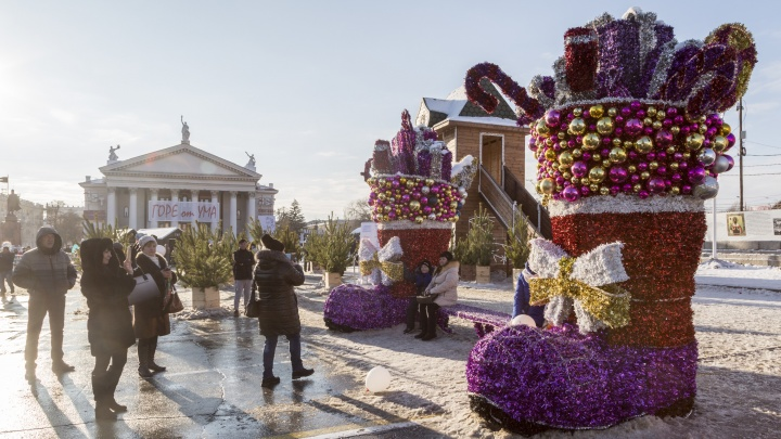 Волгоградцев удивил павильон-фургон с рекламой пива на площади Павших Борцов