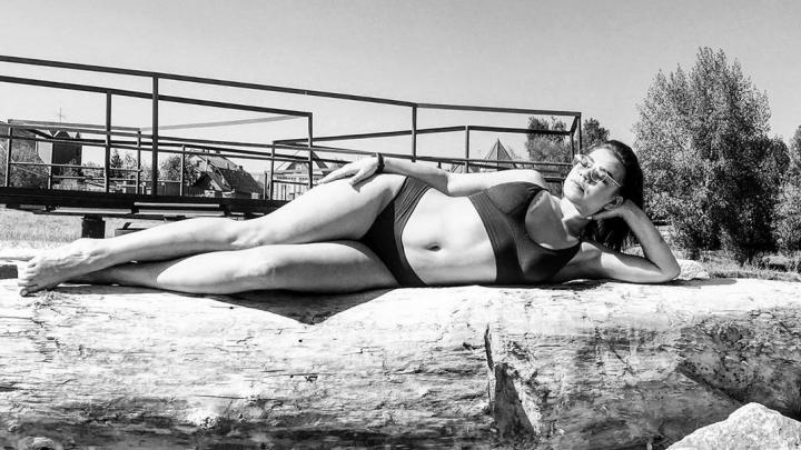 Пошла жара: 10 горячих фото новосибирцев, которые рванули на пляж, несмотря на самоизоляцию