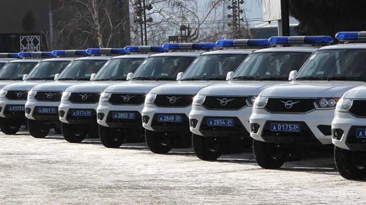 Районным полицейским раздали ключи от новеньких UAZ-Patriot
