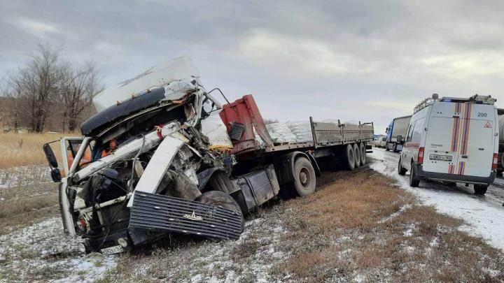 «КАМАЗ не подготовили к рейсу»: подробности смертельного ДТП на скользкой дороге под Самарой