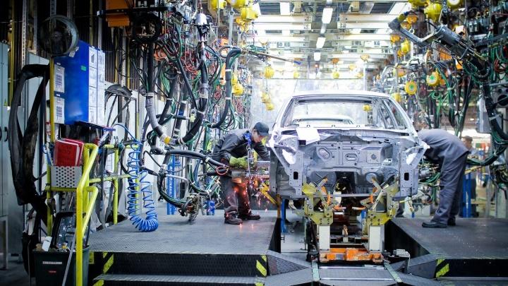 Худший апрель с начала века: российский автопром готовится к простоям и массовым сокращениям