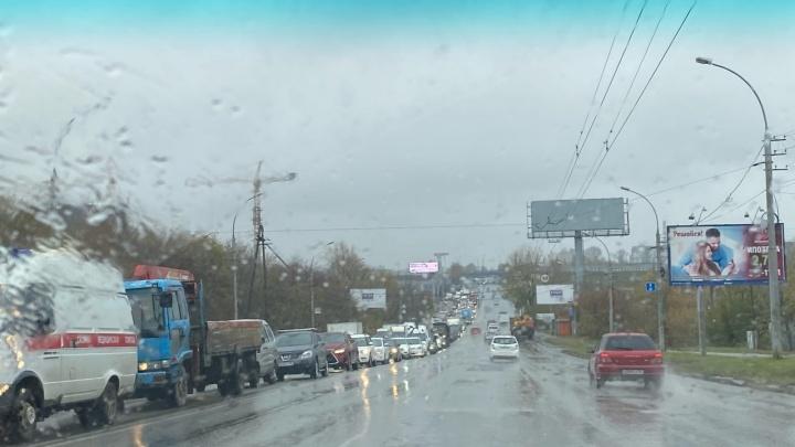 Пробка на 5 километров: на пересечении Немировича-Данченко и Ватутина отключился светофор