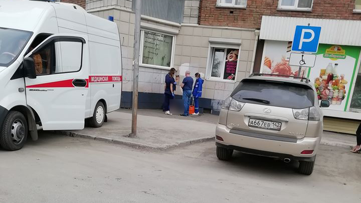 В Новосибирске женщина выпала из окна дома на улице Романова