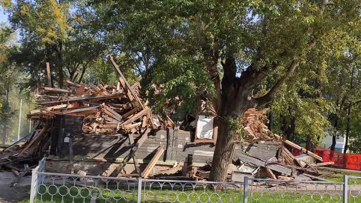На Уралмаше начали сносить деревянные дома ради жилых высоток