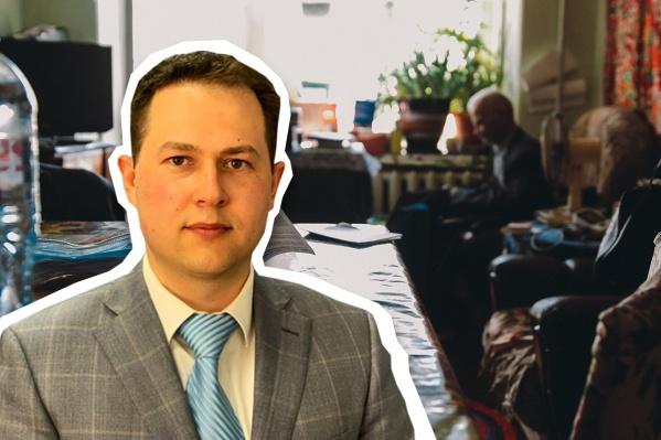 Депутат областной думы съездил к ветерану Иннокентию Кузину, который копался в мусорке