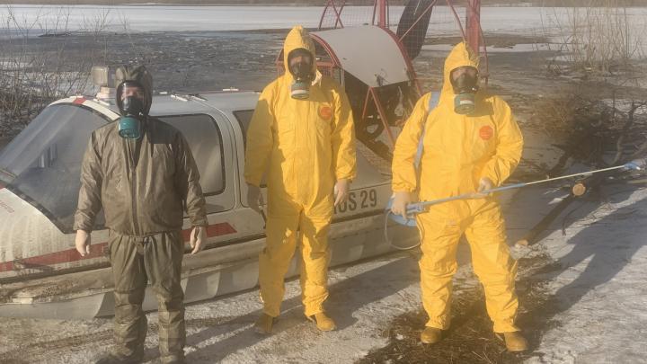 Желтая защита и противогазы: как спасатели дезинфицируют помещения, где находился больной с COVID-19