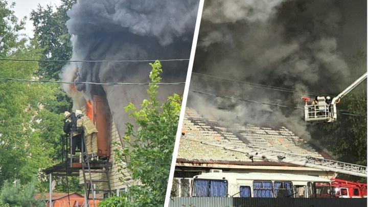 Пожар в здании МВД в Ярославле: как это было — на фото и видео