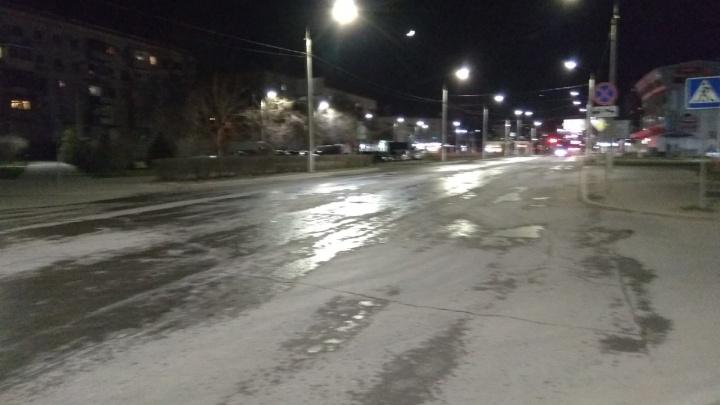 Это пока не химия: в Волгограде начали промывать основные дороги