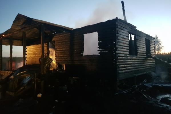 В пожаре в деревне Ананьино погиб ребенок, пострадала женщина