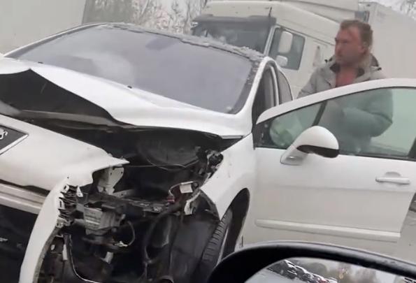 «Быстрее давайте, он никакой»: ДТП с фурами в Ярославле устроил пьяный водитель. Видео