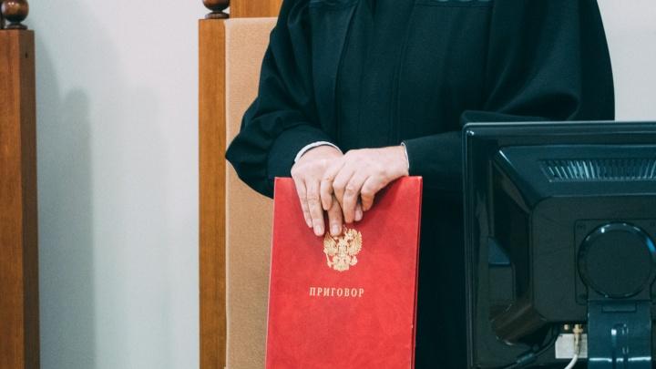 Омич затушил о щеку подростка сигарету — его оштрафовали на 20 тысяч рублей