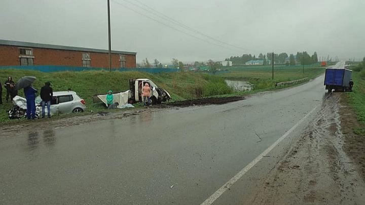 Смертельная авария в Башкирии: столкнулись два грузовика и SKODA
