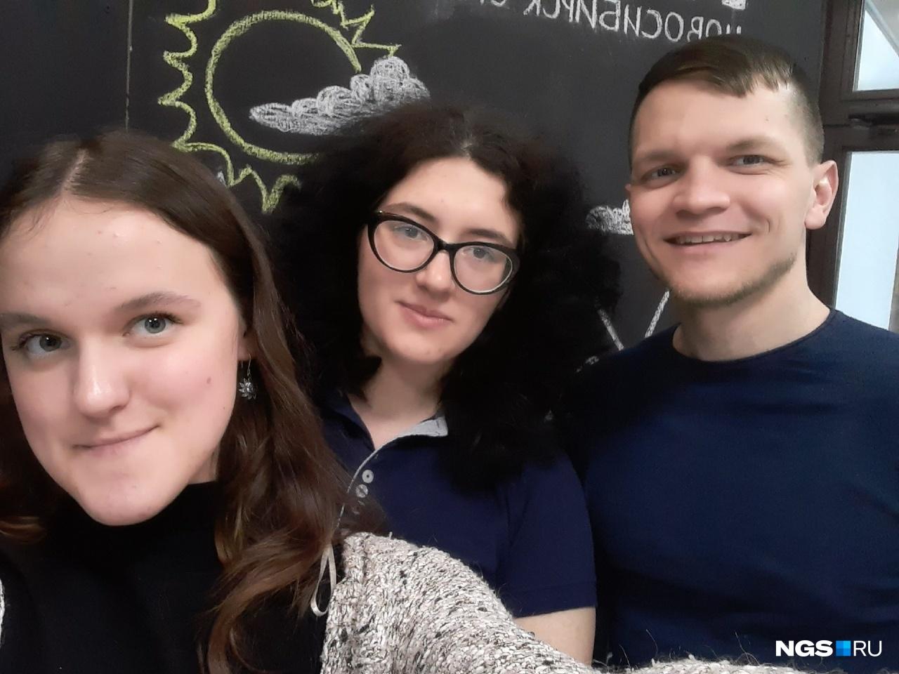 Трансляцию вели журналисты НГС Маша Вьюн, Екатерина Евстафьева и Дмитрий Северов