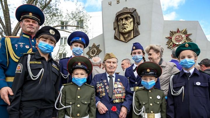 В Челябинске появился новый культурно-исторический объект — воина-танкиста увековечили в камне и бронзе