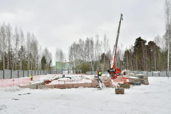 Строительство здания для базы уже началось