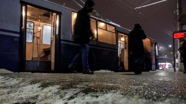 МЧС предупредило волгоградцев о гололеде на дорогах 25января