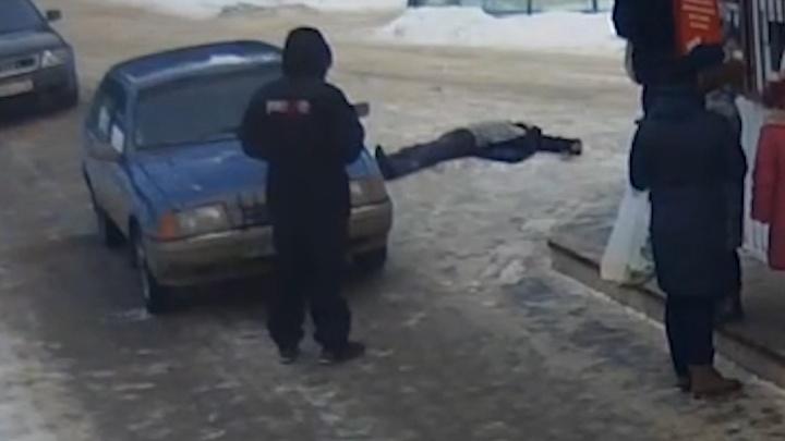 Охранник горячего источника в Тюмени брызнул в лицо пенсионеру из перцового баллончика
