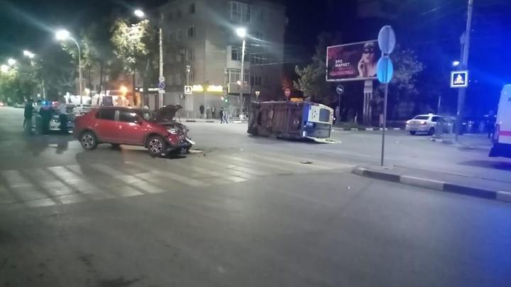 Два врача скорой помощи пострадали в ДТП в Ростовской области