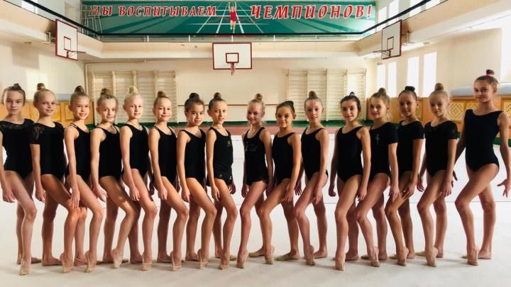 «Выгоняют на улицу»: в Челябинске родители гимнасток пожаловались, что у детей забирают зал для тренировок