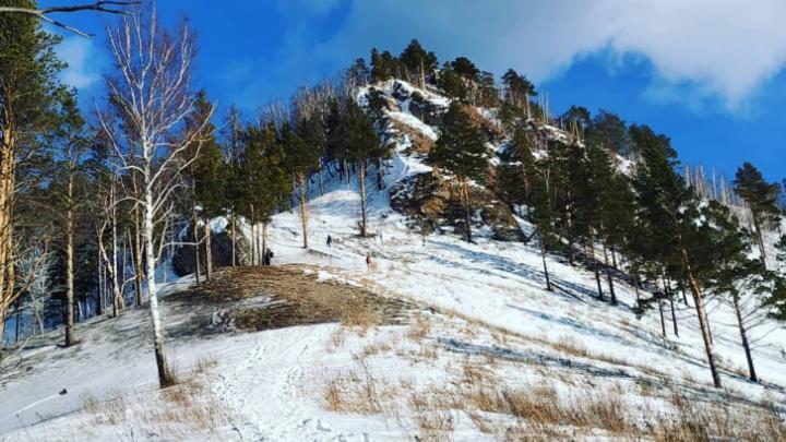 Восемь человек упали с обледеневших скал на Манской петле