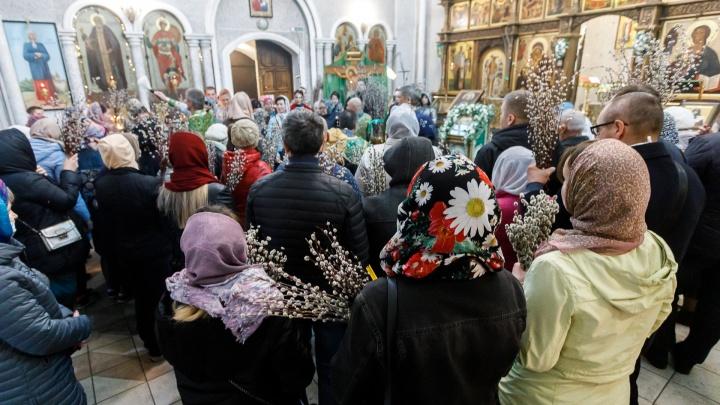«Крепостное право ведь уже отменили»: волгоградцы массово отметили Вербное воскресенье в храмах