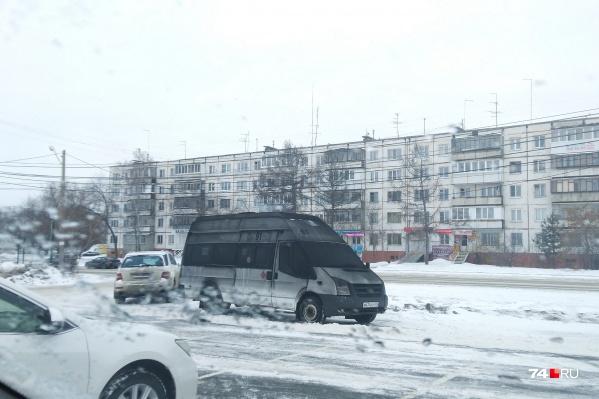 Эта маршрутка была припаркована на подземной автостоянке на Комсомольском проспекте, где вспыхнул пожар