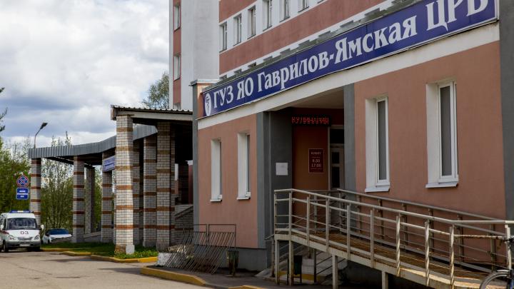 «Два этажа лежат и ждут выписки»: выздоровевшие пациенты неделями не могут освободить ковид-койки