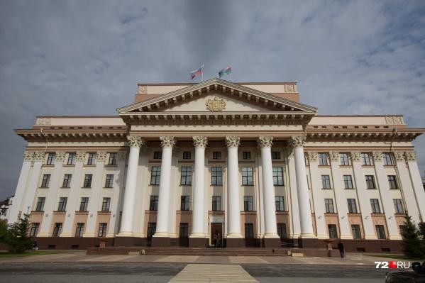 Тюменский активист Дмитрий Велижанин увидел, что на переходе у правительства не соблюдают ГОСТ