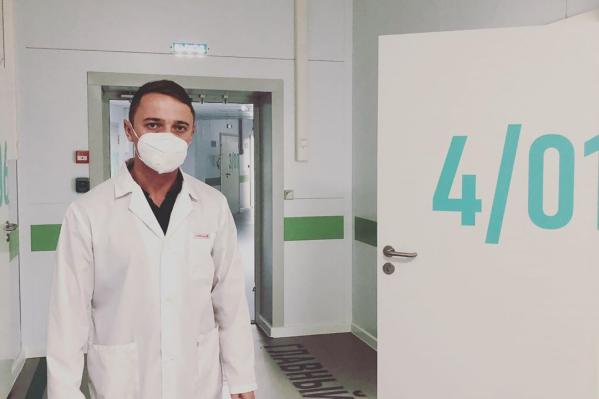 Глебов работает сейчас в инфекционном госпитале в Зубово