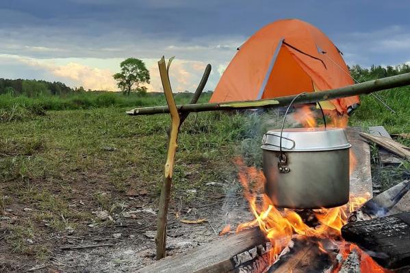 Отдых с палаткой и гитарой у костра — забытая романтика