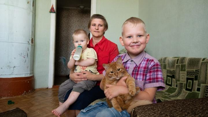 Вместо приюта — в новую квартиру: на Урале нашли жилье для семьи, оставленной в разрушенном доме