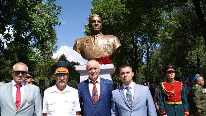 «С ним связывают целую эпоху ВДВ»: офицеры и ветераны почтили память Василия Маргелова