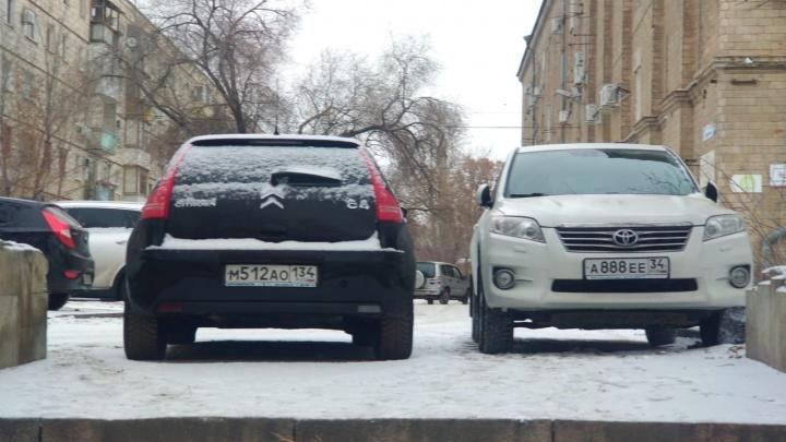 Адвокатам закон не писан? Новогодняя подборка автохамов Волгограда