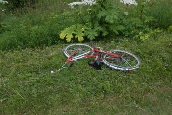 Велосипед столкнулся с иномаркой, женщина погибла на месте