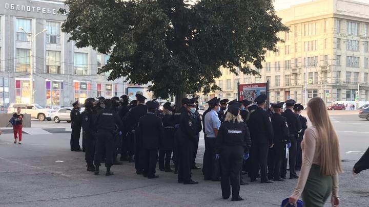 В центре Новосибирска заметили толпу полицейских — рассказываем, что происходит