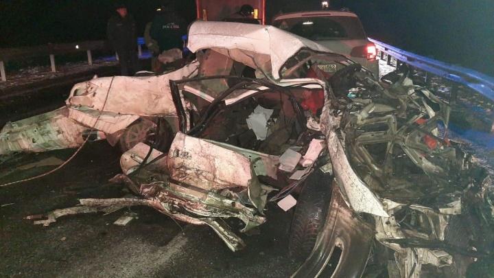Машины превратились в груду металла: в тройном ДТП на кузбасской трассе погиб человек