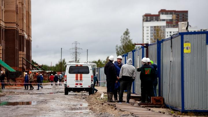 Стало известно, кто пострадал на стройке в Тюмени при падении башенных кранов