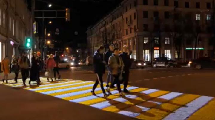 В Ярославле появился пешеходный переход — проекция. Видео