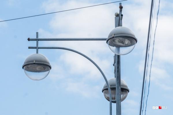 Робот сможет заменять лампы в фонарях